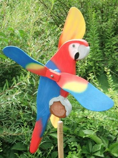 Papoušek Ara arakanga - dřevěný větrník WINDDECOR, zahradní dekorace